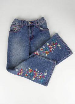 Pantalon jean avec motifs en bas des jambes
